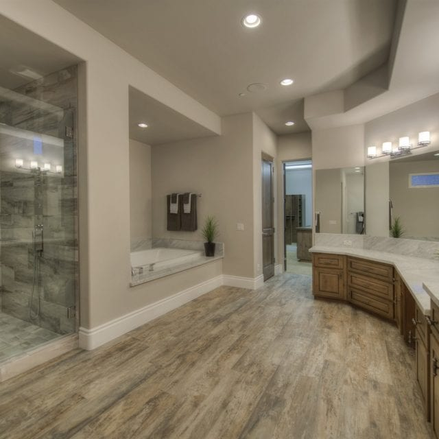 http://westarcustomhomes.com/wp-content/uploads/2019/04/024_Master-Bath-640x640.jpg